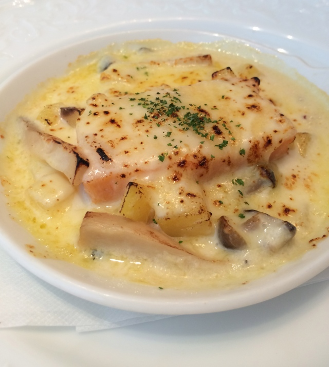 First appetizer choice : Shrimp quenelles gratin style with mushroom and potatoes